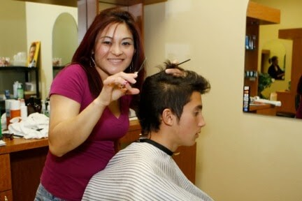 How lady barber cuts men hair funny video