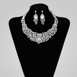 Latest Beautiful Designed Diamond Jewelry For Brides (1)